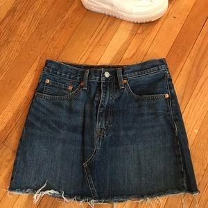 Levi's skirt size 27